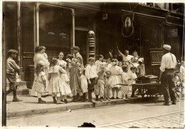 BARBER SHOP SHOPFRONT  PROBEBLY LONDON   NIÑOS KIDS   Fonds Victor FORBIN (1864-1947) - Lugares