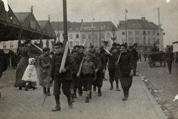 ANTWERP ANTWERPEN BELGIE PLAYING BEING SOLDIERS SOLDATS NIÑOS KIDS   Fonds Victor FORBIN (1864-1947) - Lugares