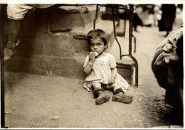 HONGRY CHILDREN DURING WW1 PROBEBLY LONDON LONDRES   NIÑOS KIDS   Fonds Victor FORBIN (1864-1947) - Guerra, Militares