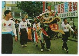 HONG KONG - THE LION DANCE DURING CHINESE NEW YEAR CELEBRATIONS - Cina (Hong Kong)