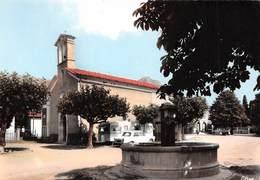 Le MONETIER-ALLEMONT - Place De La Fontaine Et L'Eglise - Route Napoléon - Automobile - Caravane - France