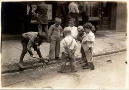 CHILDREN  PROBEBLY LONDON LONDRES  DURING WW1  NIÑOS KIDS   Fonds Victor FORBIN (1864-1947) - Lugares
