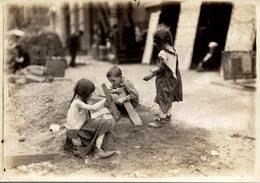 CHILDREN  PROBEBLY LONDON LONDRES  DURING WW1  NIÑOS KIDS   Fonds Victor FORBIN (1864-1947) - Otros