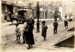 CHILDREN  POSSIBLY LONDON LONDRES  DURING WW1  NIÑOS KIDS   Fonds Victor FORBIN (1864-1947) - Otros