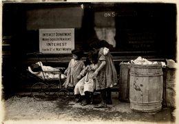 CHILDREN  POSSIBLY LONDON LONDRES  DURING WW1  NIÑOS KIDS   Fonds Victor FORBIN (1864-1947) - Guerra, Militares