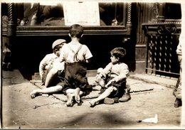 CHILDREN  PROBEBLY LONDON LONDRES  DURING WW1  NIÑOS KIDS   Fonds Victor FORBIN (1864-1947) - Guerra, Militares
