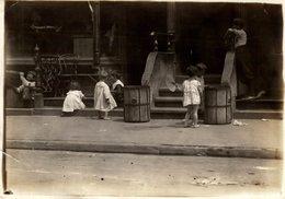 CHILDREN  PROBEBLY LONDON LONDRES  DURING WW1  NIÑOS KIDS   Fonds Victor FORBIN (1864-1947) SMALL TEAR LEFT SIDE - Otros