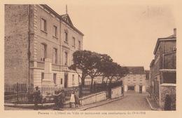BELGIUM - Perwez - L'Hotel De Ville Et Monument Aux Combattants De 1914-1918 - Perwez