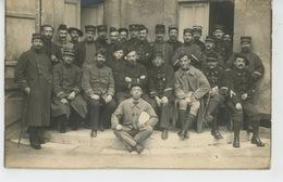 COLLEVILLE SUR ORNE - Belle Carte Photo Militaires Posant Pour Photographe COURMONT à COLLEVILLE SUR ORNE - France