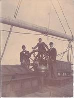 Photographie Anonyme Vintage Snapshot Homme Man Bateau Boat Voilier - Bateaux
