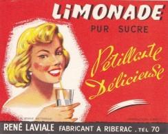 FRANCE ETIQUETTE Rouge LIMONADE LAVIALE Riberac Dordogne PIN UP Wetterwald Imprimerie - Etiquettes