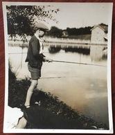 Pêche à La Ligne. Un Jeune Pêcheur. Joli Plan. 1929. - Sports