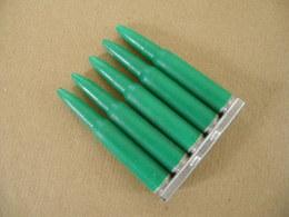 5 Cartouches En Plastique Vert ( à Blanc) Cal 7,5 Mm Avec Son Clip. - Equipement