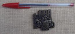009, Transport Moto, Badge Médaille Insigne Moto-Revue, Bol D'Or 1988, Circuit Paul Ricard - Motos