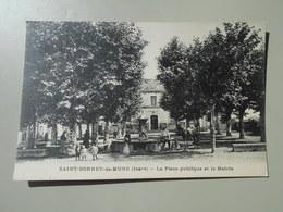ISERE SAINT BONNET DE MURE LA PLACE PUBLIQUE ET LA MAIRIE - Autres Communes