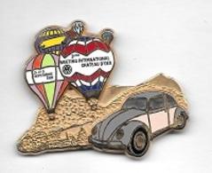 Pin's  Ville, Automobile  V W  Volkswagen  COCCINNELLE  Avec  MONTGOLFIERES, CHATEAU  D' OEX  Voir Description - Volkswagen