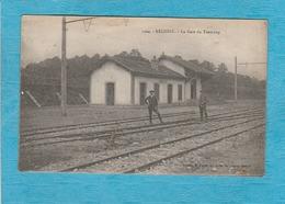 Réchésy. - La Gare Du Tramway. - 2 Hommes Sur Les Rails. - Autres Communes