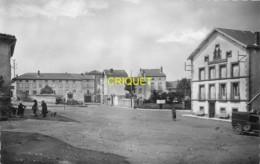 43 Loudes, Grande Place Et Hotel Varenne, Vieil Utilitaire... - Loudes