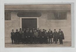 Carte Postale Photo Lyon Perrache Fonderie Douenne Groupe De Travailleurs Avec Le Patron - Lieux