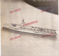 Au Plus Rapide Guerre D'Indochine Vue Aérienne Militaire Du Porte Avions Arromanches Très Beau Format - War, Military
