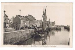 PORT EN BESSIN  QUAI FELIX FAURE AU LOIN LES JETEES - Port-en-Bessin-Huppain