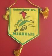 FANION  CLUB DE FOOT DE L'US MICHELIS MARSEILLE QUARTIERS EST Sports  Football  Habillement, Souvenirs & Autres - Apparel, Souvenirs & Other