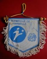 FANION CLUB DE FOOT DE L'OM OLYMPIQUE DE MARSEILLE--Sports  Football  Habillement, Souvenirs & Autres - Apparel, Souvenirs & Other