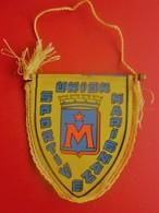 UNION SPORTIVE DE MARIGNANE  FANION CLUB DE FOOT --Sports  Football  Habillement, Souvenir & Logo - Apparel, Souvenirs & Other
