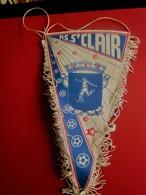 ASSOCIATION SPORTIVE SAINT-CLAIR Sur Epte (95770)   FANION CLUB DE FOOT --Sports  Football  Habillement, Souvenir & Logo - Apparel, Souvenirs & Other