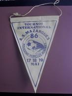 TOURNOI INTERNATIONAL AS MAZARGUES 1986 POUSSINS PU FANION CLUB DE FOOT --Sports  Football  Habillement, Souvenir & Logo - Apparel, Souvenirs & Other