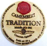 DESSUS COUVERCLE CAMEMBERT TRADITION MEDAILLE D OR 1982 35240 RETIERS - Quesos