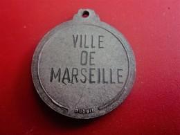TOURNOI VILLE DE MARSEILLE -MÉDAILLON MÉDAILLE REMISE RÉCOMPENSE CLUB DE FOOT --Sports  Football , Souvenir & Logo - Other
