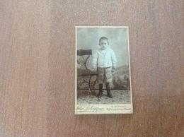 Photo Sur Carton Enfant En Studio Photographe De Ath Nom Inscrit à L'arrière - Ath
