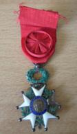 Médaille De La Légion D'Honneur 3e République En Argent Et émail Avec Ruban Et Rosette - Professionals/Firms