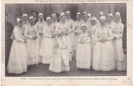 SAINT-ANNE-la-PALUD - Les Jeunes Filles Qui Portent à La Procession La Statue De La Vierge - Bretagne