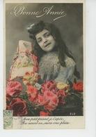 ENFANTS - LITTLE GIRL - MAEDCHEN - Jolie Carte Fantaisie Portrait Fillette Avec Fleurs Et Cadeau - Portraits
