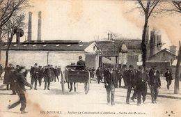 2757 Cpa 18 Bourges - Atelier De Construction D'Artillerie, Sortie Des Ouvriers - Bourges