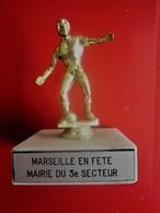 TOURNOI MARSEILLE En FETES MAIRIE 3é TROPHÉE STATUETTE RÉCOMPENSE VAINQUEUR TOURNOI FOOTBALL FOOT-Sport Football Futball - Other