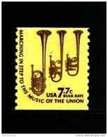 UNITED STATES/USA - 1976  7.7 C.  CORNETS  COIL PERF. 10 VERT  MINT NH - Stati Uniti