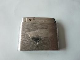 Briquet   Silver Match      Chien  Et Fusils   Dans Son Jus - Briquets