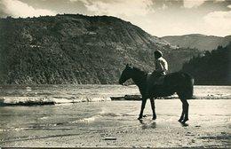 NIÑO MONTADO A CABALLO EN SAN MARTIN DE LOS ANDES, ARGENTINA. FOTO PHOTO AÑO 1942 SIZE 8X13 CM- LILHU - Lugares