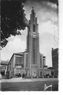 93 - LE RAINCY - Belle Vue Animée De L'Eglise Notre Dame ( Vieille Voiture +moto ) - Le Raincy