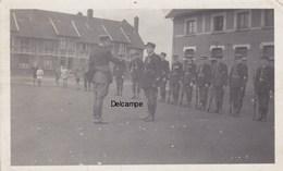 Lot De 2 Photos  : Remise Décoration à Un Gendarme Du Nord - 1920/1930 - Guerre, Militaire