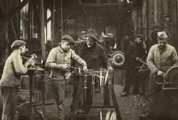 INTERIEUR D'UNE FABRIQUE  TRANCHEES Fonds Victor FORBIN (1864-1947) - Profesiones