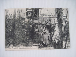 CPA  JAPON KOBE Jeunes Japonaises Dans Leurs Jardins 19.. Dos Simple  TBE Milieu Un Peu Décollé - Kobe