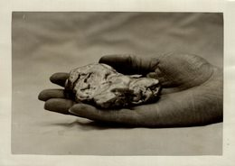 A Hugget Of British Gold  Glens Of North Wales UK ENGLAND  Wedding Ring Princess Mary  Fonds Victor FORBIN (1864-1947) - Otros