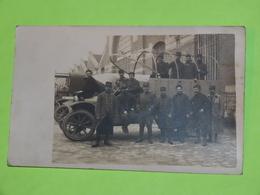 PHOTO Carte Postale Vers 1914 - Tenues Vestimentaires Armée Guerre - CAMION Auto Voiture  / 56 - Automobiles