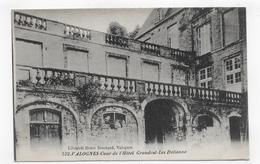 VALOGNES - N° 552 - COUR DE L' HOTEL GRANDVAL LES ITALIENNES - CPA NON VOYAGEE - Valognes