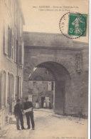 52  Haute  Marne  -  Langres  -  Porte  De  L'Hotel  De  Ville  -  Côté  Intérieur  Pris  De  La  Place - Langres