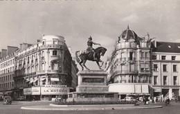 Postcard Orleans Place Du Martroi La Statue De Jeanne D'Arc Real Photo My Ref  B13041 - Orleans